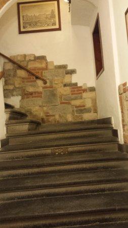 una rampa di scale per giungere alla reception - Picture of Hotel ...