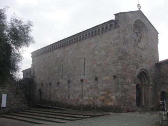 Sao Pedro de Roriz Church: Mosteiro