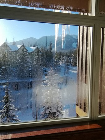 Timberline Lodges by Fernie Lodging Company : Fernie Balsam condo-view from bedroom