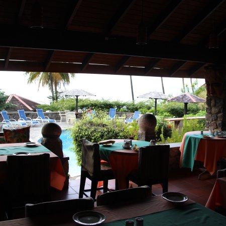 Hummingbird Beach Resort: photo4.jpg