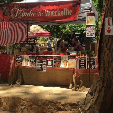 Centurion, South Africa: Great selection of art and crafts on sale. Amazing food at the food court and the vibe is from a