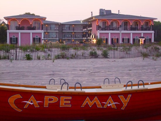 Periwinkle Inn : Photo taken from Cape May Beach.
