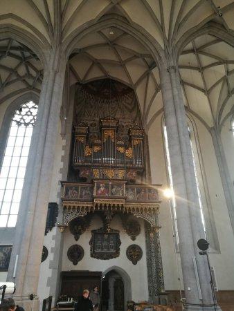 St.- Salvator-Kirche: Nave Central y órgano.