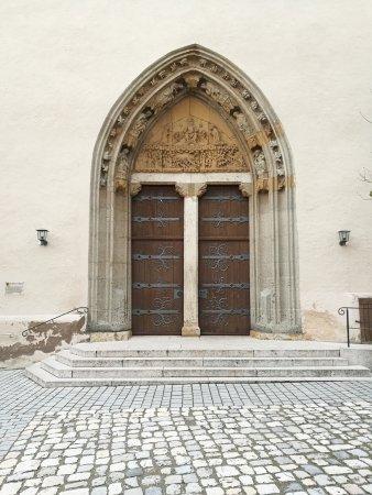 St.- Salvator-Kirche: Puerta de entrada.
