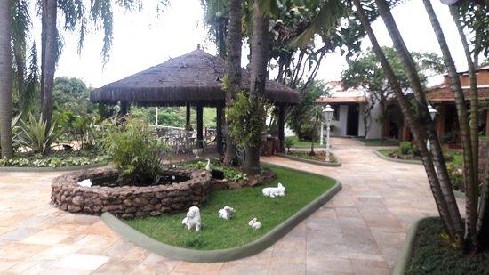 Hotel Mansao dos Nobres: Quiosque e piscina ao lado