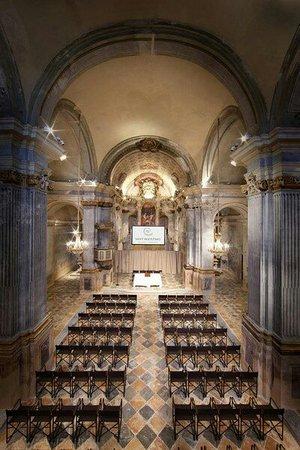 Fossano, Italia: Interno chiesa dei Battuti Neri-centro congressi s. Agostino