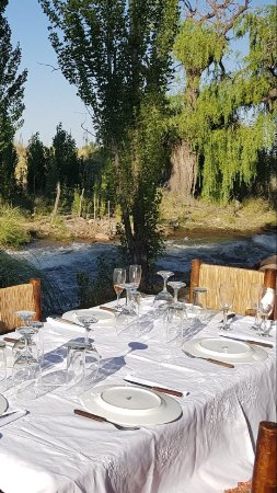 Tunuyan, Argentina: Our table by the stream