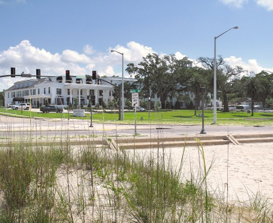 White House Hotel Biloxi Ms Biloxi Beach Across From Hotel