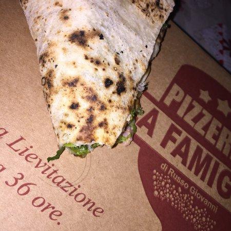Casapulla, Itália: Pizza al capello 🤢🤢🤢 Mai più!