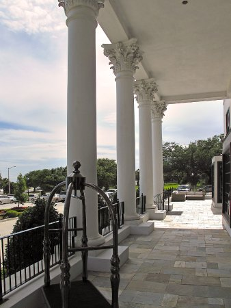 White House Hotel Biloxi Ms Front Entrance Patio Picture Of
