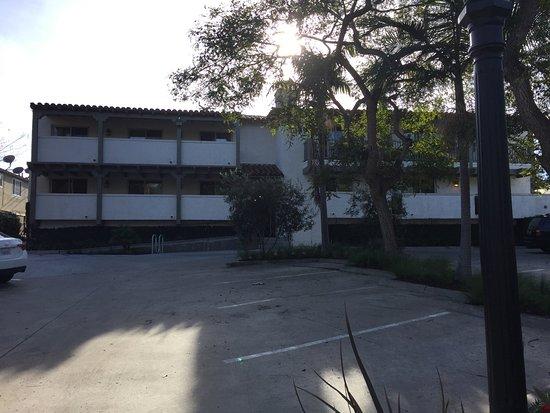 Hyatt Centric Santa Barbara: Seem's like an old remodeled apartment building.