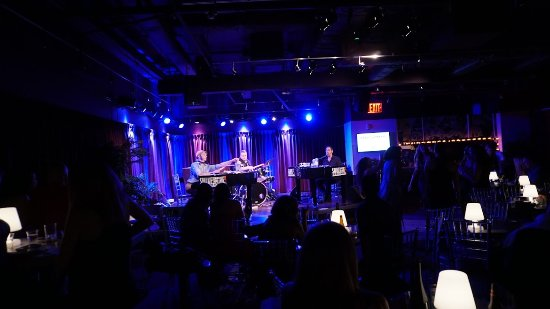 Shake Rattle & Roll Dueling Pianos: Everyone singing along!