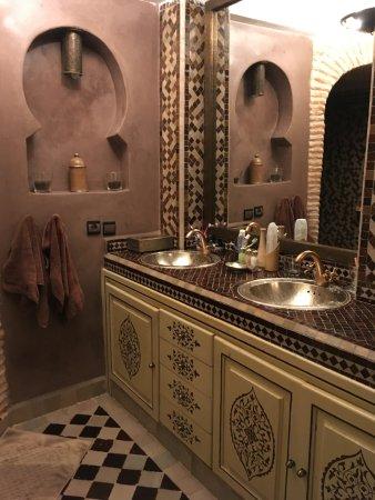 Riad Turquoise: Salle De Bain Suite Chocolat