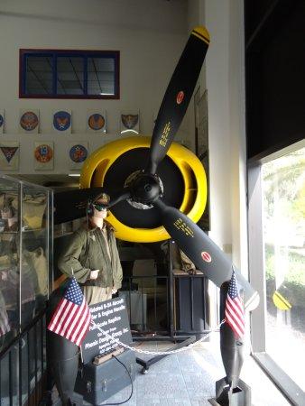 Valiant Air Command Warbird Museum : Trajes usado em determinada época.