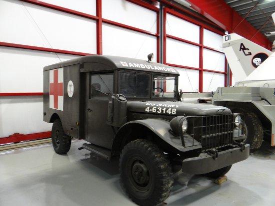 Valiant Air Command Warbird Museum : Ambulância