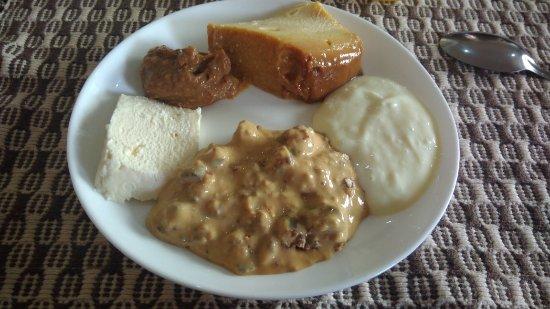 Restaurante com comida típica mineira. Servi comida muito boa e sobremesa ótimas.