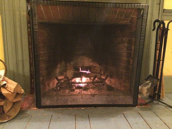 New Marlborough, MA: Ready-made fire to light upon arrival to your room