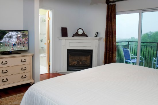Fireplace King Rooms Feature A Jetted Tub Gas Fireplace And
