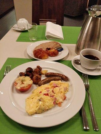 The Westin Grand Frankfurt: Breakfast omelette made to order