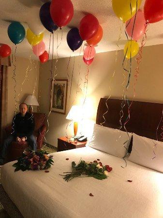 hilton garden inn tysons corner king size bed and surprise from my hubby - Hilton Garden Inn Tysons Corner