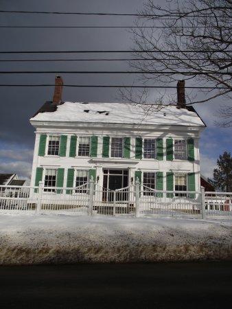 HARRIET BEECHER STOWE HOUSE - FRONT