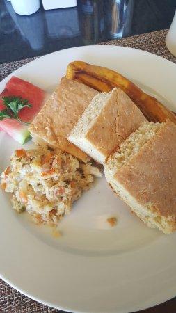Dodgy Dock Restaurant and Lounge Bar : Grenadian Breakfast: saltfish, coconut bakes & plantains