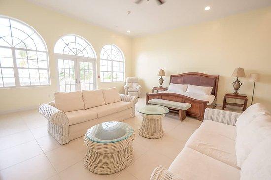 Bodden Town, Gran Caimán: White House beach mansion