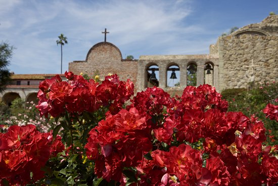 San Juan Capistrano, Califórnia: The iconic bell wall or Campanario