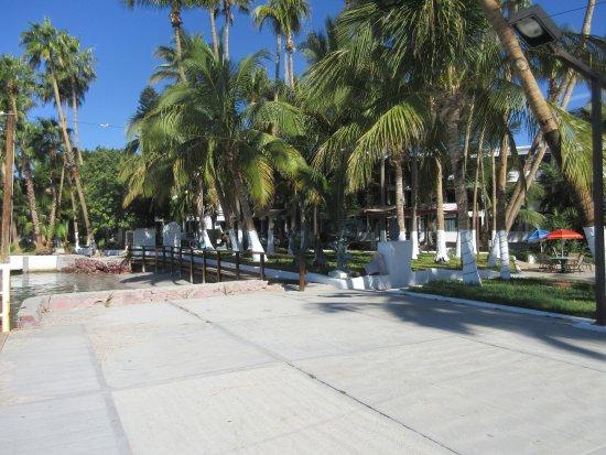 La Concha Beach Resort: hotel grounds