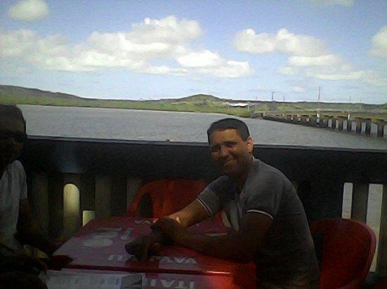 Itapissuma, PE: Sentado na cadeira podemos ver a ilha de Itamaracá