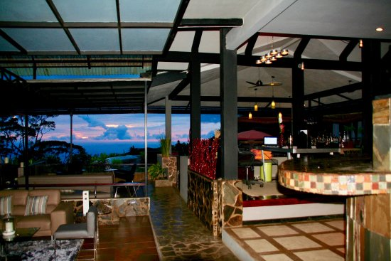 Rancho Pacifico: Looking towards the bar and sunset!