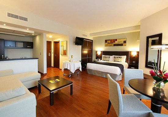 Marriott Executive Apartments Panama City, Finisterre: Guest room