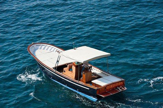 伝統的でエレガントな木製ボートによるアマルフィ海岸プライベートツアー