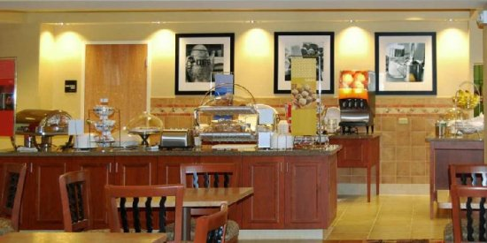 Hampton Inn & Suites Highland: Restaurant