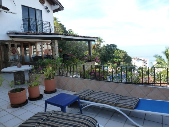 Casa Anita y Corona del Mar: View of the deck from the sliding doors to the room. Anita 18.