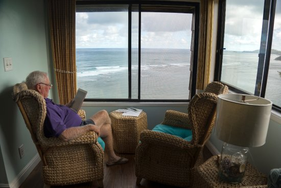 Sealodge at Princeville: THE READING NOOK WITH VIEW OUT TO SEA G9 SEALODGE KAUAI HAWAII