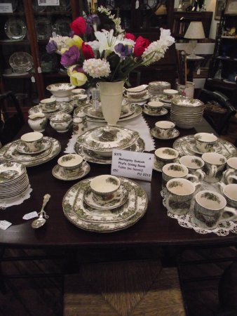 CABOT MILL ANTIQUES - DEALER DISPLAY #2