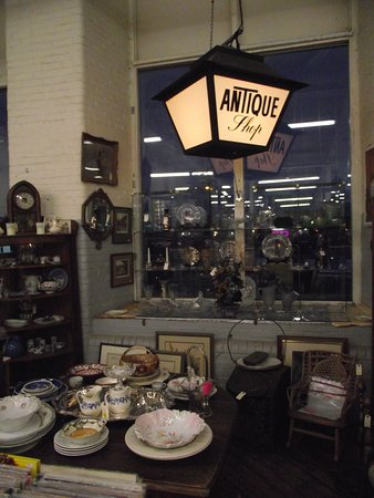 CABOT MILL ANTIQUES - DEALER DISPLAY #6