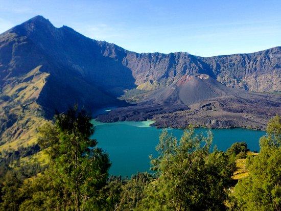 Lombok Hijau Tours: Rinjani summit and lake.