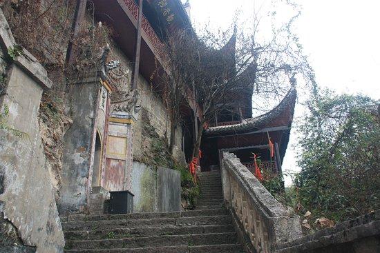 Qinglong Cave Ancient Architecture Group : Escalier menant au temple taoïste