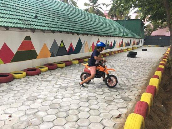 Tiruppur, India: kiddie bike rides
