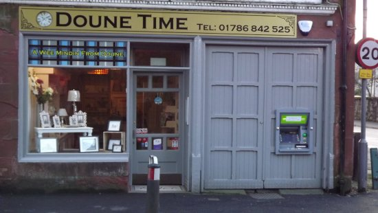 Doune, UK: FRONT OF SHOP