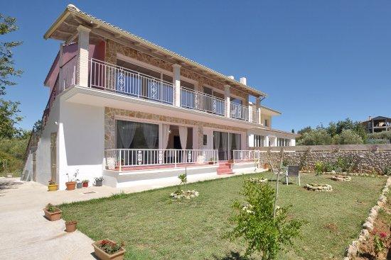 Achilleio, اليونان: Alexaxandras Houses (Villas), Agios Prokopios, Corfu, 