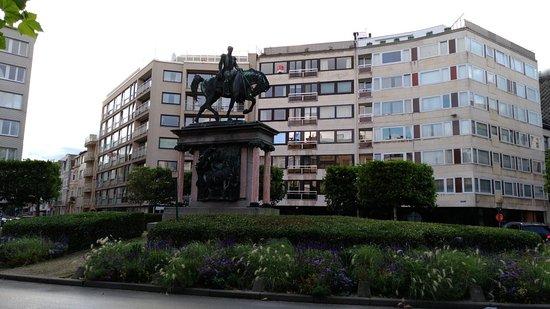 Bronzen ruiterstandbeeld van koning Leopold I