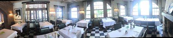 Flobecq, Bélgica: restaurant binnenin