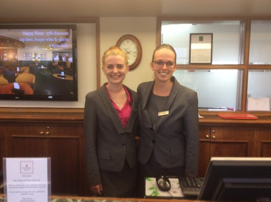 Millennium Hotel Queenstown: Louise and Natalie at Reception, lovely staff