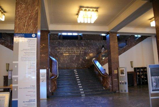 Intérieur de l\'université - Grand escalier - Bild von Humboldt ...