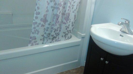 Morning Glory Bed & Breakfast: bathroom