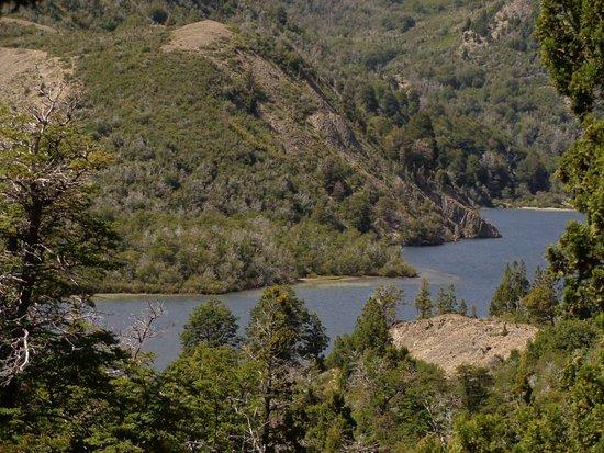Villa Traful, Argentina: vista desde un punto alto del sendero