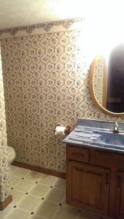 Cabins, WV: Bathroom with cute wallpaper